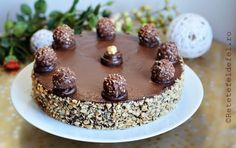 De ziua sotului am pregatit un tort Ferrero Rocher,un desert minunat,ciocolatos,elegant,absolut grozav.Are blat cu … Ferrero Rocher, Nutella, Good Food, Birthday Cake, Pudding, Sweets, Breakfast, Desserts, Recipes