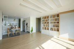 한샘ik : 토탈 홈인테리어 리모델링의 모든 것 리얼베이지오크 Interior Desing, Decoration, Divider, Flooring, Living Room, Furniture, Home Decor, Interiors, Japanese Decoration