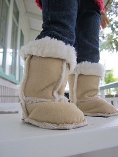 Sherpa boots sewing pattern for 18 inch dolls by pixeldustDesign, 3.99