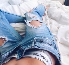 Discovered by thatiana. Find images and videos about fashion, Calvin Klein and jeans on We Heart It - the app to get lost in what you love. Outfit Jeans, Cute Ripped Jeans Outfit, Fitness Workouts, Ropa Interior Calvin, Jean Outfits, Cute Outfits, Fresh Outfits, Winter Outfits, Ideias Fashion