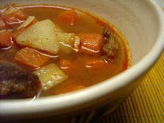 KataKonyha: VKF XXXI. - Gulyásleves maradék marhapörköltből Thai Red Curry, Chili, Soup, Beef, Ethnic Recipes, Meat, Chile, Chilis, Ox