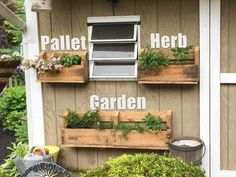 This vertical pallet herb garden is the easiest way to use reclaimed wood for your gardening.