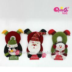 cuelga puertas navideños - Buscar con Google Christmas Fabric, Christmas Door, Christmas Snowman, Christmas Time, Christmas Crafts, Christmas Decorations, Xmas, Christmas Ornaments, Holiday Decor