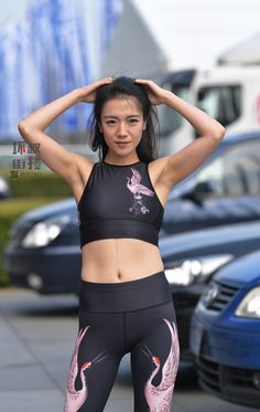 微博 Yoga Pants Girls, Gym Pants, Kendall Jenner Style, Hollywood Fashion, Sporty, Classy, Asian, Fashion Outfits, Athleisure