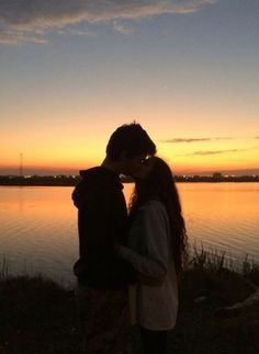 5 Languages of Love to Bind a Solid Relationship Cute Couples Photos, Cute Couple Pictures, Cute Couples Goals, Romantic Couples, Couple Photos, Prom Pictures, Couple Goals Relationships, Relationship Goals Pictures, Tumblr Couples