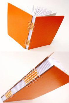 Woven detail in binding - Livro de bolso com encadernação tricô. Luisa Gomes Cardoso para o Canteiro de Alfaces.