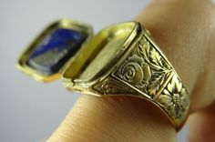 Victorian lapis lazuli locket ring with engraved gold mounting. Via Diamonds in the Library. Old Jewelry, Art Deco Jewelry, Antique Jewelry, Jewelery, Vintage Jewelry, Fine Jewelry, Poison Ring, Lapis Lazuli Jewelry, Things To Buy