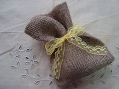 Μπομπονιέρα από λινάτσα-Burlap Wedding Favor. Burlap, Reusable Tote Bags, Hessian Fabric, Jute, Canvas