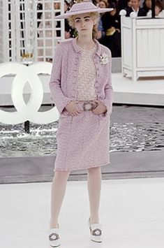 See the complete Chanel Spring 2005 Couture collection.