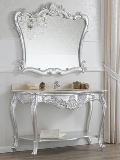 Consolle e specchio stile barocco, foglia argento con particolari bianco laccato.