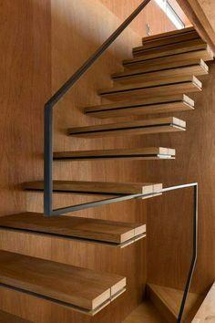 Escalera de madera y acero