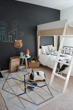 Go big! Paint an entire wall in black chalkboard paint. Not only does the black wall look so dramatic but your kids will never run out of space to draw. And if you have more than one kid, hopefully there will be no fighting as there will be room for everybody's masterpiece http://petitandsmall.com/fun-ways-create-chalkboard-wall/