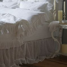 Laura from Milwaukee, WI requested a post on all white bedding. White bedding and lots of pillows? I've had all white bedding. Shabby Chic Bed Linen, Camas Shabby Chic, Shabby Chic Bedrooms, Shabby Chic Furniture, White Bedrooms, White Bedding, Bedding Sets, White Linens, White Headboard