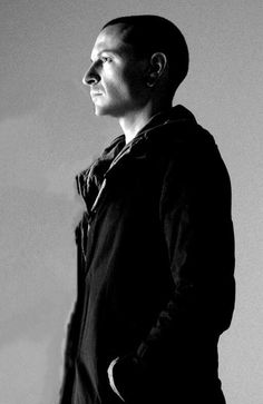 Beautiful Legend Chester Bennington ❤🤘 Your voice will always be home💙🎤🤘 Chester Bennington, Charles Bennington, Crawling In My Skin, Linkin Park Chester, Chester Rip, Mike Shinoda, Idole, Chris Cornell, Rest In Peace