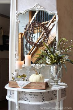 What a beautiful Early Fall Vignette filled with Green Apple. Yvonne from Stone Gable creates with simple items like dishes…bowls…napkins and beautiful blooms. It's perfect and filled with Farmhouse Charm. . . Yvonne from Stone Gable who is by the way a Queen of Vignettes also shares with us how to create a beautiful visual …