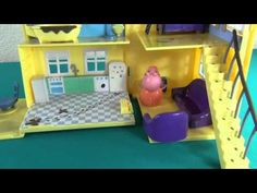 Peppa and George can´t fall asleep. Peppa Pig and her family save the cat.  More videos: http://www.youtube.com/user/minhiyes/videos
