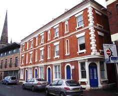 Numbers 4-9 Union Street, Hereford form a lovely red brick terrace with stucco trim, dated 1860. Alan Brooks (Pevsner) thinks they're by James Williams a Hereford architect/builder of the mid 19th century. The round door frames and little niches are wholly delightful. Unusually they have been nicely renovated recently.