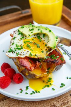 A recipe for Slow Cooker Breakfast Baked Potatoes : Super easy over night breakfast slow cooker baked potatoes with bacon, fried eggs, cheese and avocado! Breakfast Platter, Breakfast Dishes, Breakfast Recipes, Breakfast Ideas, Breakfast Baked Potatoes, Slow Cooker Recipes, Cooking Recipes, Crockpot Meals, Slow Cooker Breakfast