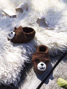 Kleine süße Füße gehören in in kleine süße Schühchen gesteckt. Wir stricken Babyschuhe mit dieser Anleitung ganz einfach selber...