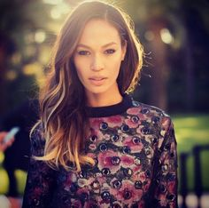 Joan Smalls... Her hair tho >>>