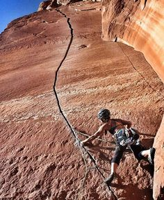 www.boulderingonline.pl Rock climbing and bouldering pictures and news Going up! @jenny.lem