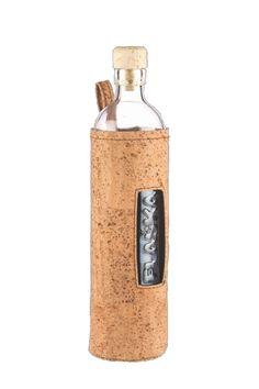 Flaska, natuurlijk kurk - jouw draagbare waterbron met een hoes van handgemaakt natuurlijk kurk. Flaska: voor je gezondheid, voor het milieu, voor onderweg én voor geherstructureerd water. Altijd je waterbron bij de hand.