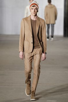 NYFWM shows that Monochromatic Dressing is here to stay. See styled looks from Todd Snyder during the Fall/Winter 2016 show. Mens Fashion Week, Fashion Show, Men's Fashion, Fashion Styles, Vogue Paris, Stylish Men, Stylish Outfits, Todd Snyder, Belle Dress