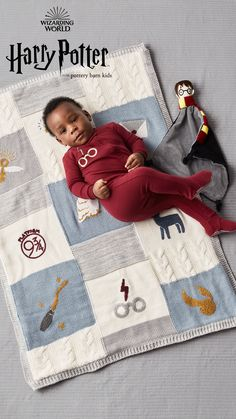 Inspired by the Wizarding World, this stylish one-piece boasts a lightning bolt and is the perfect outfit for sweet dreams. It's made from so-soft, breathable cotton to keep baby warm and cozy through the night.