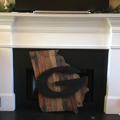 Look at our newest beauty. She is a DGD indeed! Our newest Georgia Pallet Sign is extra large & ready to be hung with pride and enjoyed all year long. Not that we Georgia fans ever need a reason, but Valentine's day is right around the corner.