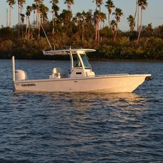 New for 2016/17, the Everglades 253CC. Launched at Ft Lauderdale International Boat Show