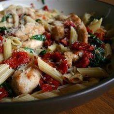 Pasta met spinazie, pijnboompitten en zongedroogde tomaten @ allrecipes.nl