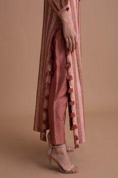 Simple Kurti Designs, Salwar Designs, Stylish Dress Designs, Kurta Designs Women, Kurti Designs Party Wear, Stylish Dresses, Blouse Designs, Simple Pakistani Dresses, Pakistani Fashion Casual