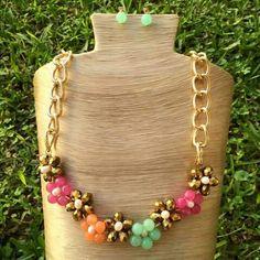 Collar flores de agatas y cristales con cadena de aluminio