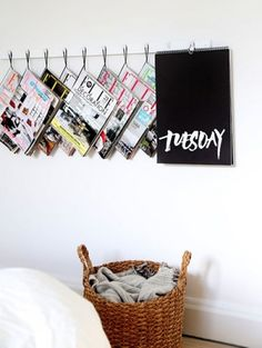 Lectuur aan de muur Zo gebruik je die rondslingerende magazines juist als eyecatcher in je interieur >  ELLE