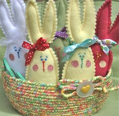 Besides pink Peeps, the things I love most about the Easter season are the promise of warmer breezes, the budding magnolia trees, and the tulip and daffodil pips that peek through the grass. Easter Crafts, Felt Crafts, Fabric Crafts, Easter Ideas, Easter Dyi, Spring Crafts, Holiday Crafts, Holiday Fun, Felt Bunny