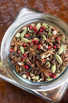 DIY Autumn Herbal Tea Blend - Tastes like fall in a cup! Also perfect for a homemade Christmas gift!