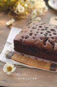 厨苑食谱: 古早味巧克力蛋糕【Tawainese Chocolate Sponge Cake】 Sponge Cake Roll, Sponge Cake Recipes, Best Cake Recipes, Chocolate Chiffon Cake, Chocolate Sponge Cake, Chocolate Desserts, Butter Cupcakes, Cupcake Cakes, Hokkaido Cake