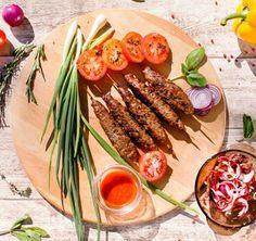 Domácí grilovací tyčinky  ze tří druhů masa