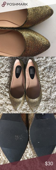🎄🎅🏽Gold Croc Print Flats Size 6.5. All faux. Excellent condition! Pointed toe. Little scuff on left shoe. Not noticeable at all. So cute for holiday parties coming up!🎄🎅🏽 OPEN TO OFFERS! ☺️ Shoes Flats & Loafers