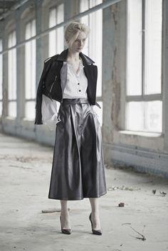 Vika Gazinskaya Fall 2015 Ready-to-Wear Fashion Show High Fashion, Fashion Show, Fashion Design, Women's Fashion, Leather Fashion, Fall Winter 2015, Winter Trends, Fashion Pants, Couture Fashion