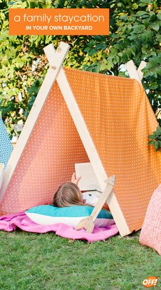 Your family needs outdoor time, no-screen time, and the quality time a vacation provides! You can have all that, from the comfort of your own home, with a simple family weekend campout in your own backyard. Here are some ideas to get the party started. Projects For Kids, Diy For Kids, Craft Projects, Crafts For Kids, Family Weekend, Staycation, Outdoor Fun, Kids And Parenting, Decoration