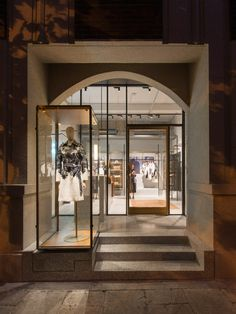 Neri&Hu installs continuous clothing rail through Comme Moi flagship store