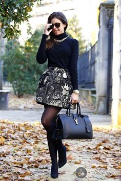 the stylish ways to accessorize your turtleneck outfits. Also have a look at some of the stylish turtleneck outfit ideas at the end. Office Outfits, Winter Outfits, Casual Outfits, Cute Outfits, Christmas Outfits, How To Wear Turtleneck, Turtleneck Outfit, Black Turtleneck, Look Fashion