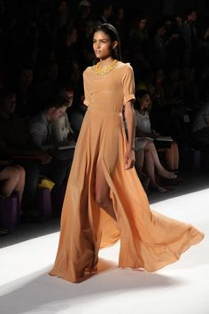 Noon by Noor > Bahraini Fashion in NY Fashion Week [catwalk video + images] | Oasis Unedited