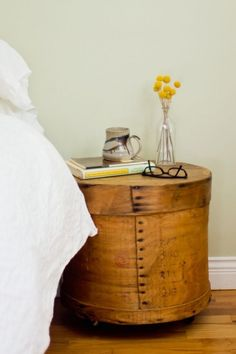 20 Adorable DIY Nightstands | Daily source for inspiration and fresh ideas on Architecture, Art and Design Cool Nightstands, Dresser As Nightstand, Nightstand Ideas, Round Nightstand, Rustic Nightstand, Floating Nightstand, Shabby Chic Furniture, Industrial Furniture, Diy Furniture