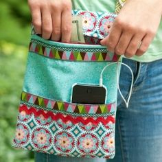 Sew a crossbody purse with a zipper and pockets that are great for a phone and other accessories! Perfect for an on-the-go teen...or you!