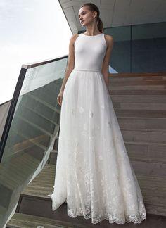 Barbara de vestidos de noiva Modeca 2017 - Corpete de pescoço alto com uma saia de sobreposição de renda - veja o resto da coleção em www.onefabday.com