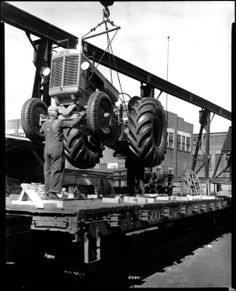 Chocking is in place BEFORE loading the tractor Antique Tractors, Old Tractors, White Tractor, Minneapolis Moline, Classic Tractor, Vintage Farm, History Photos, Model Trains, Farming