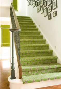 I would pick a different color, but love the pattern! 35 Cool Stair Carpet Runners To Make Your Life Safer | Shelterness