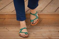 ★★★ Bangi Zoro Sandalen ★★★ Zoro Maultier Sandalen kombinieren chic und Komfort. Es ist super bequem und leicht, aber hat einen einzigartigen Stil, der mit jedem Sommeroutfit fabelhaft aussehen wird. Es ist aus weichem Leder mit kein Futter und in einem Stück geschnitten. Hat dicke Leder-Innensohle und einer EVA langlebig und geringes Gewicht allein. Erhältlich in den Farben: Weiß: http://etsy.me/1pgHSNm Schwarz: http://etsy.me/1lDw7kA Blau an: http:/...